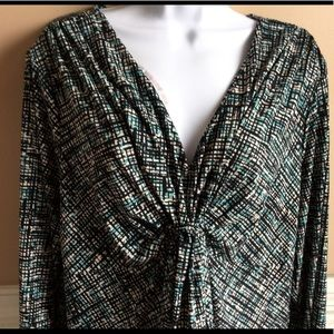 Daisy Fuentes  V-neck print blouse.
